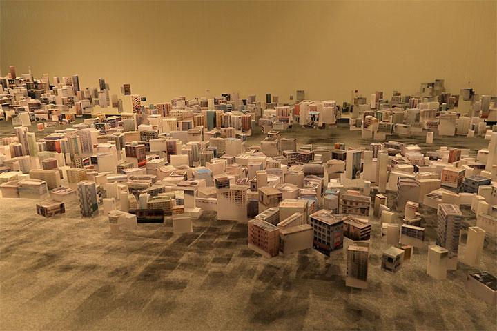 ハン・フェン《浮遊する都市 2011-13》愛知県美術館10階