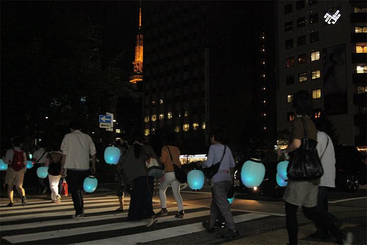 桜通に沿って行列は東進. 名古屋テレビ塔が姿を現す