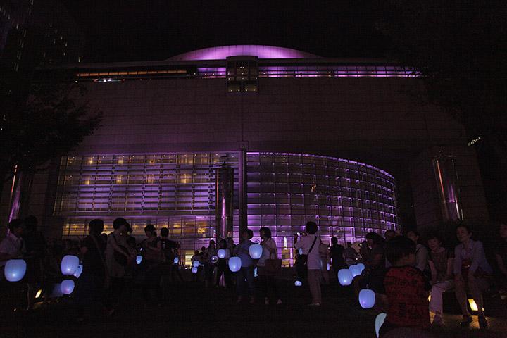愛知県芸術文化センターと提灯