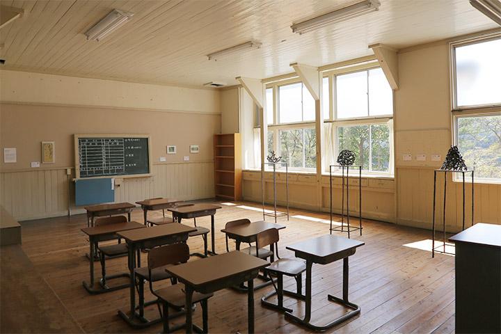 青木野枝, 青野文昭 6年教室