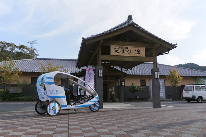 モバイルトリエンナーレの期間中、ベロタクシーも東栄町を巡回