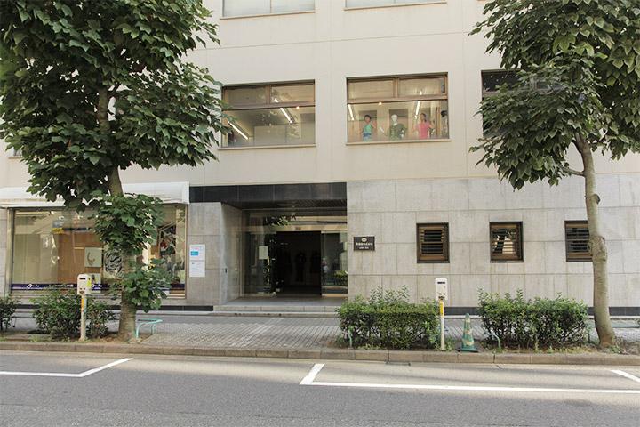 マネキンと踊るほうほう堂. 丹羽幸株式会社ミクス館 2階