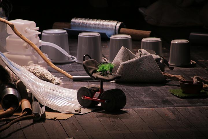 金氏徹平さんによる舞台美術