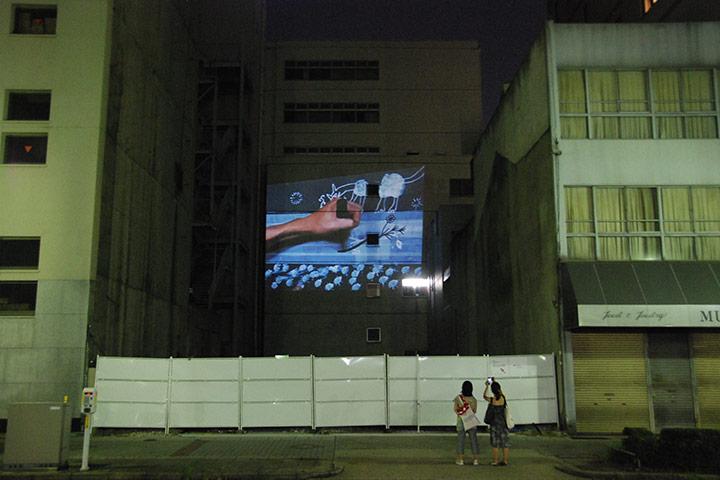 淺井裕介《ビッグハンド》(2010)撮影:三浦一倫