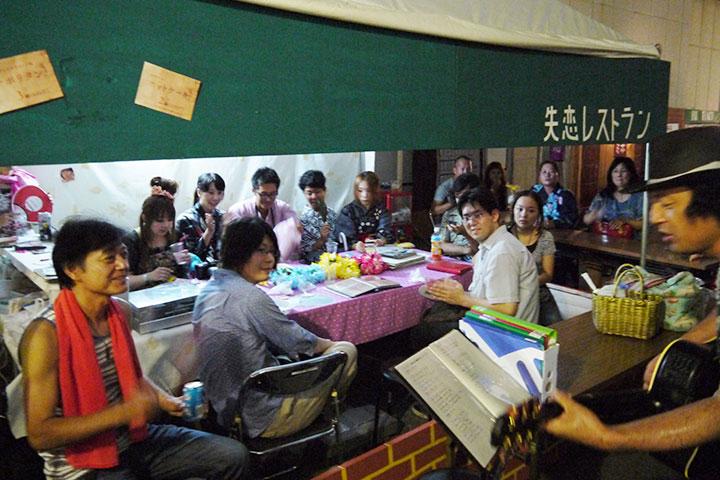 2013年8月開催の「真夏の長者町大縁会/失恋レストラン」 撮影:長野寿明