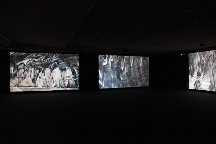 小金沢健人の作品「黒くぬれ、そして消せ」