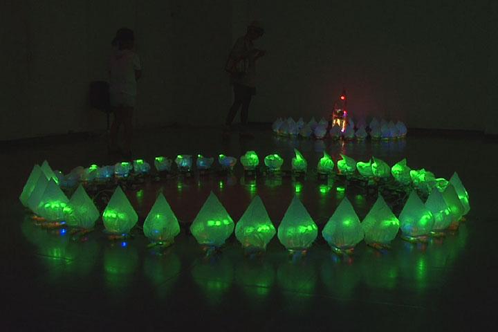 ホアン・スー・チエの色鮮やかで立体的なインスタレーション
