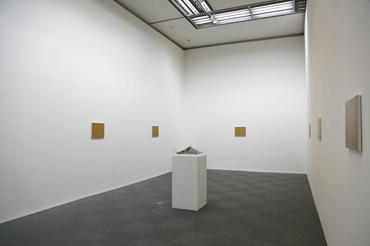 秋吉風人「A certain aspect(mountain)」2010 . 愛知県美術館のギャラリー(8F)