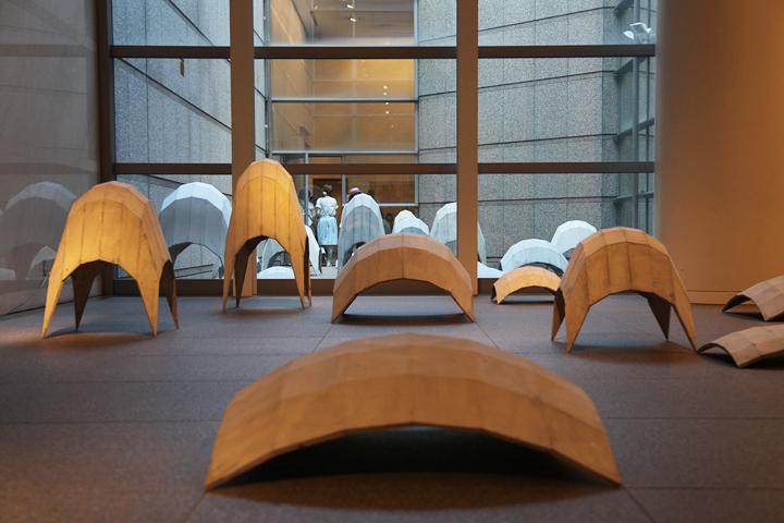 エクトール・サモラ 「摂社」2010 . 愛知県美術館のギャラリー(8F)