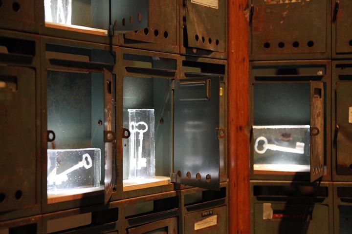 宮永愛子 「結 - ゆい - 」 2010 . 愛知県美術館のギャラリー(8F)