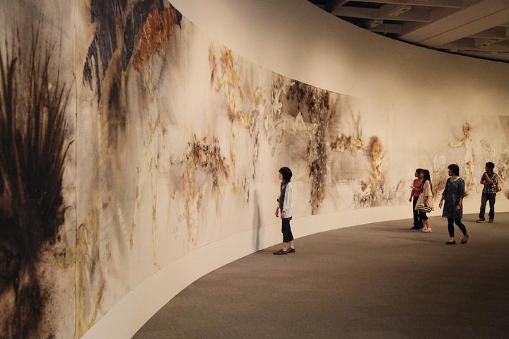 蔡國強(ツァイ・グォチャン)『晝夜』愛知県美術館