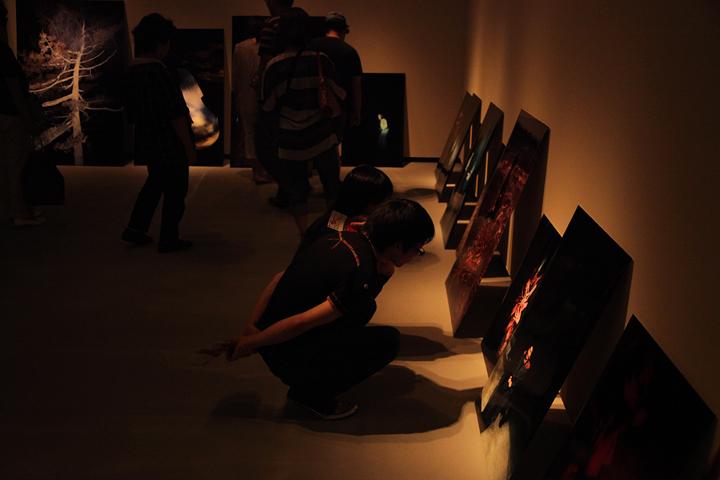 志賀理江子『いまださめぬ』愛知県美術館