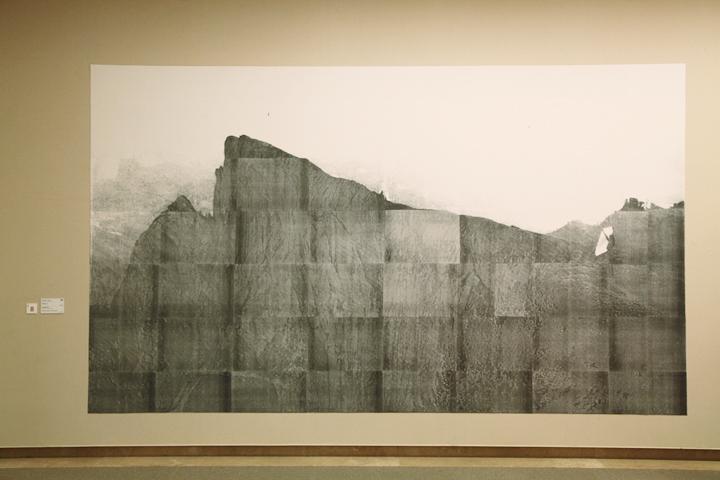 アマリア・ピカ『対話(紙と山)』愛知県美術館