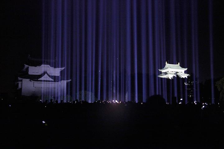 多くの入場者のため途中入場制限も行われた. 25日. 池田亮司《spectra[nagoya]》