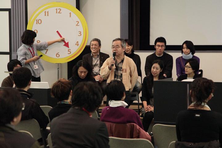 七ツ寺共同スタジオでの取り組みを語る二村利之代表