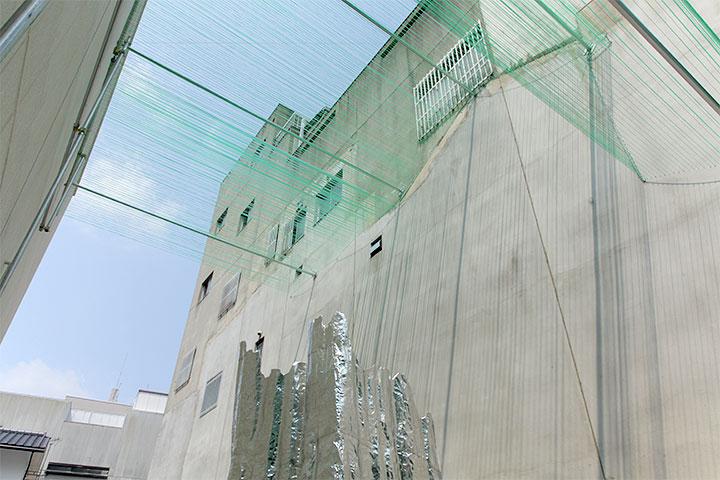 レッド・ペンシル・スタジオ《ふたつの断片》