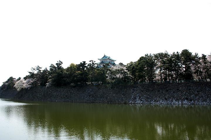 西側から見た名古屋城