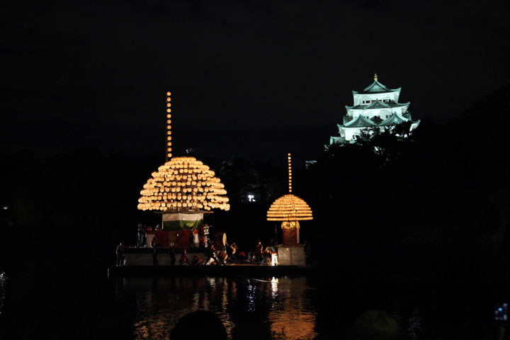 名古屋開府400年祭でまきわら船が浮かべられた