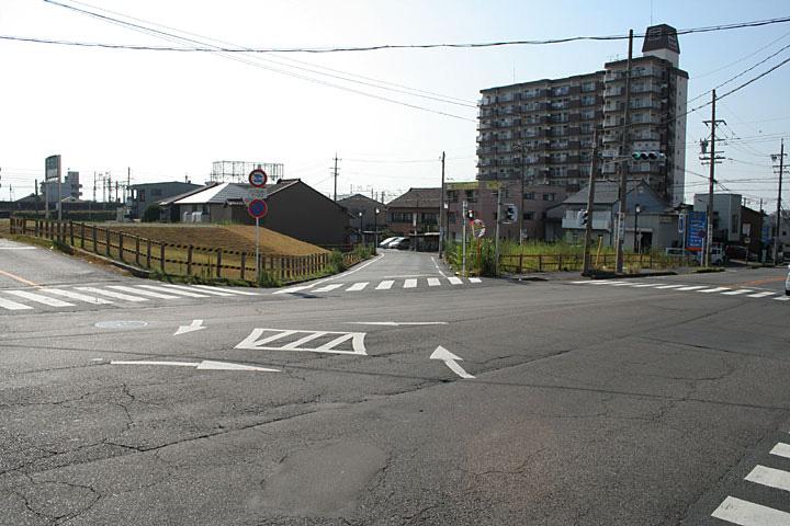枇杷島橋(左)美濃路(右)