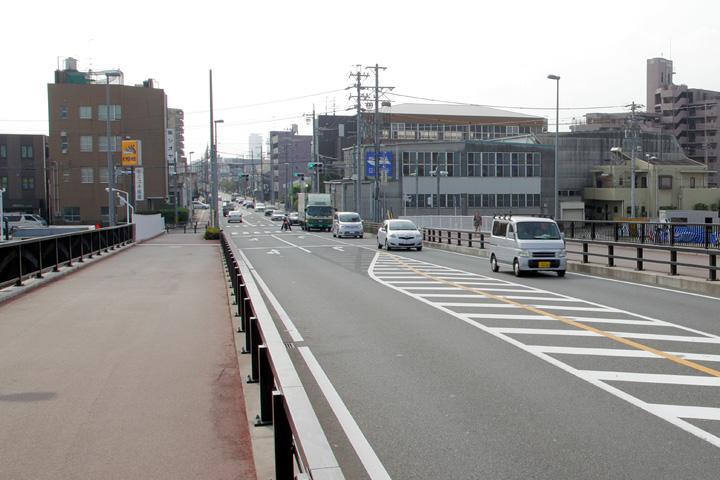中川運河を渡る佐屋街道東行き