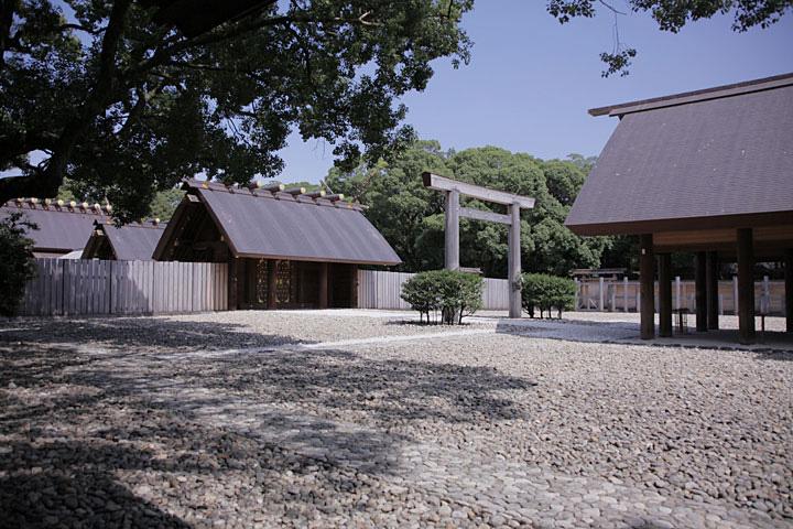 熱田神宮本殿