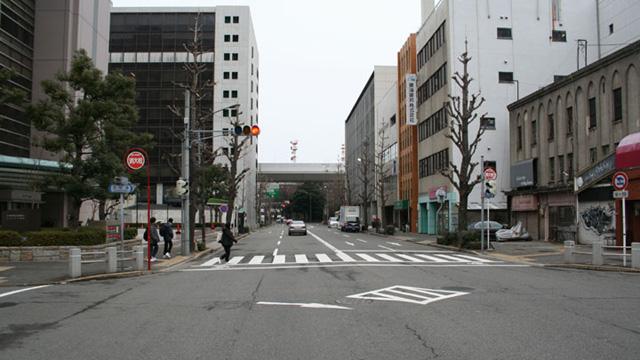 現在の風景本町 写真手前の左右に京町筋が走る