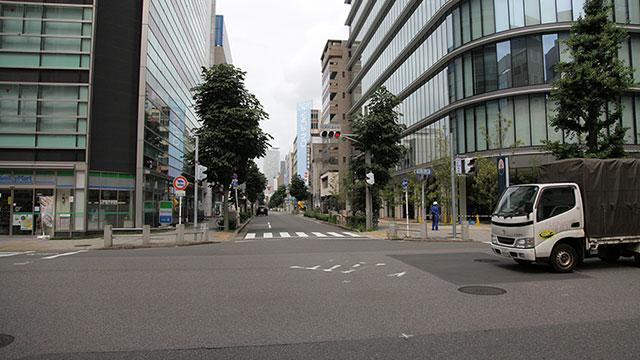 現在の風景本町通 写真右伝馬会所跡 左高札場跡