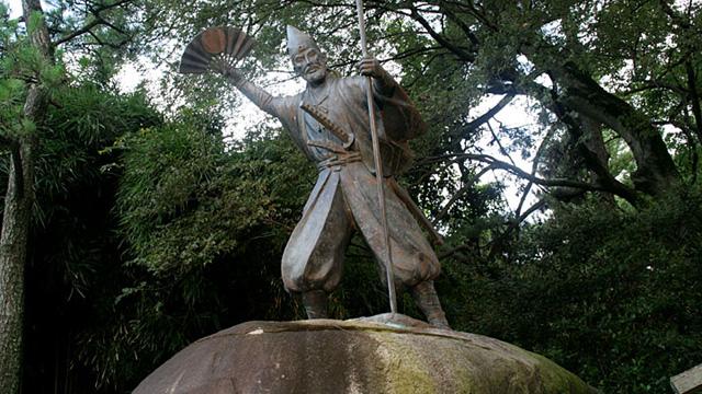 現在の風景 名古屋城内の清正像