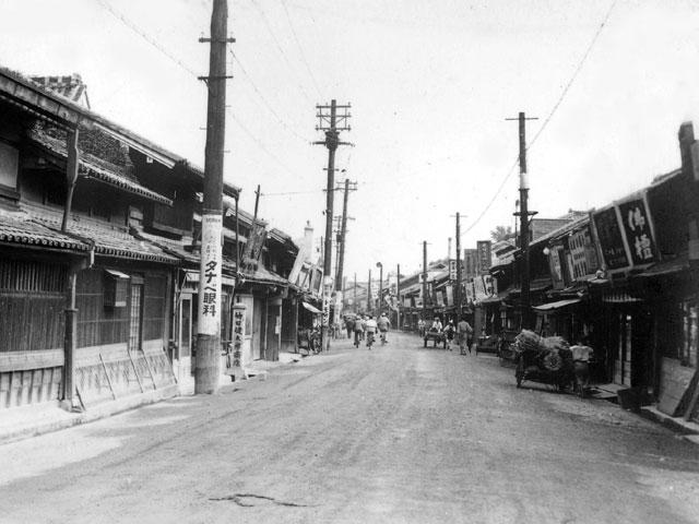 昭和初期の本町通門前町方向