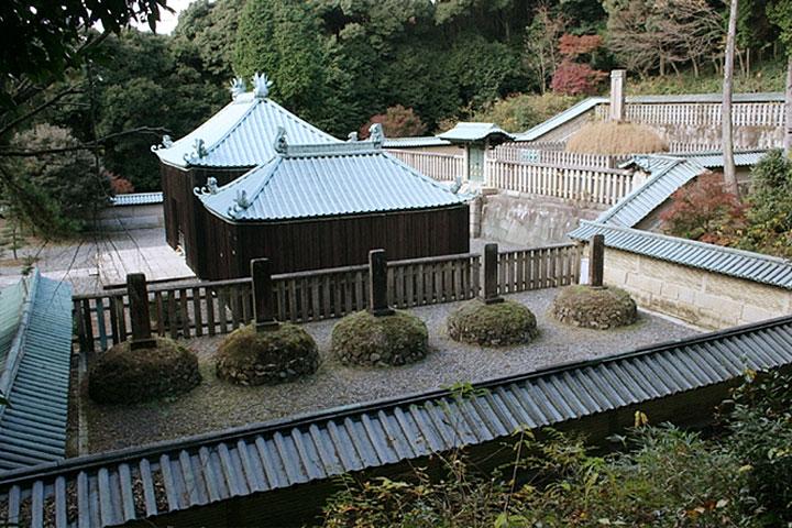 定光寺にある廟所