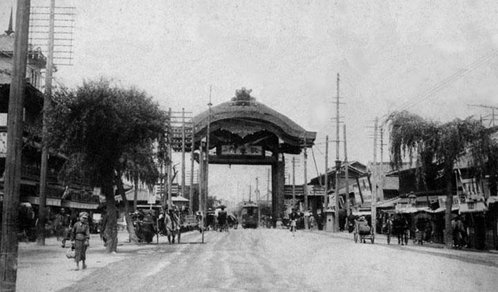 日露戦争戦勝記念の凱旋門