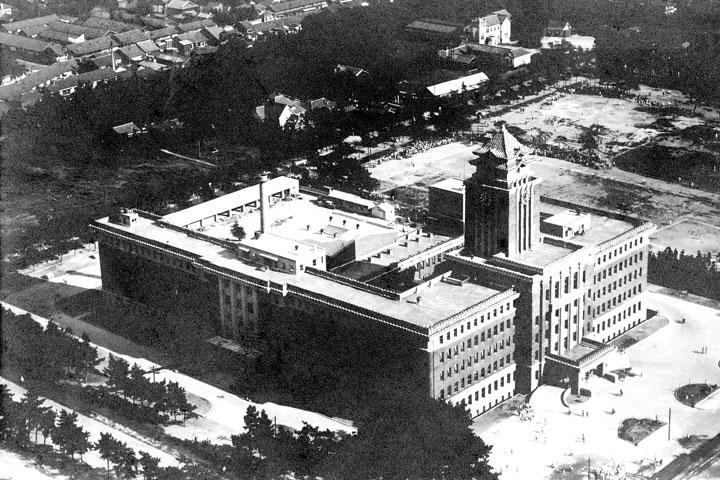 完成直後の名古屋市役所