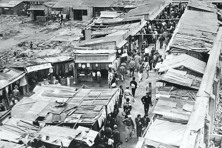 戦後の闇市