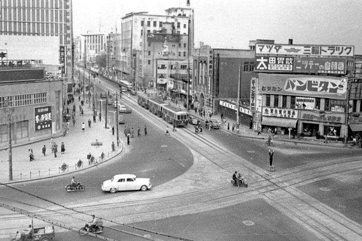 20年代末の栄町交差点
