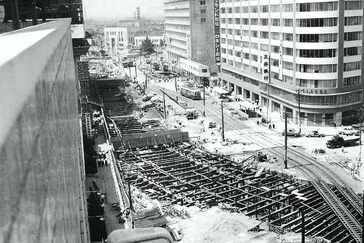 地下鉄開通へ駅前の工事