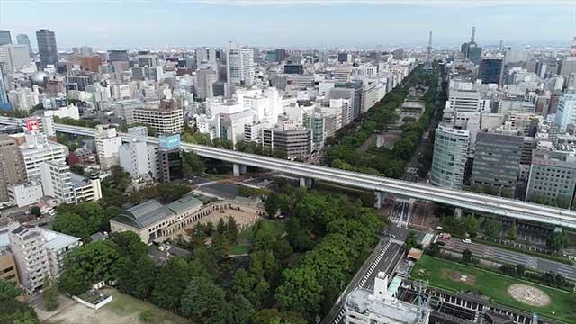 現在の風景 写真中央を横切る高速道路の下に若宮大通が走る