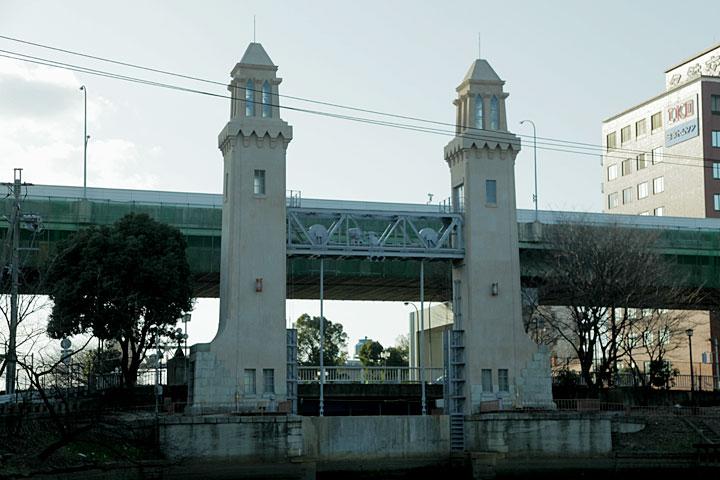 堀川側から見た松重閘門