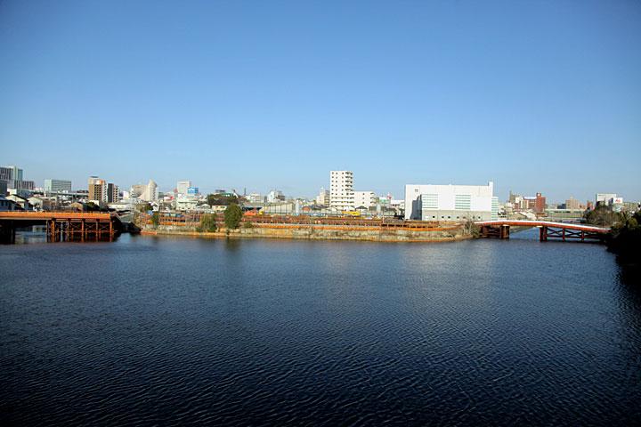 中川運河 右手堀川へ、左手笹島へ
