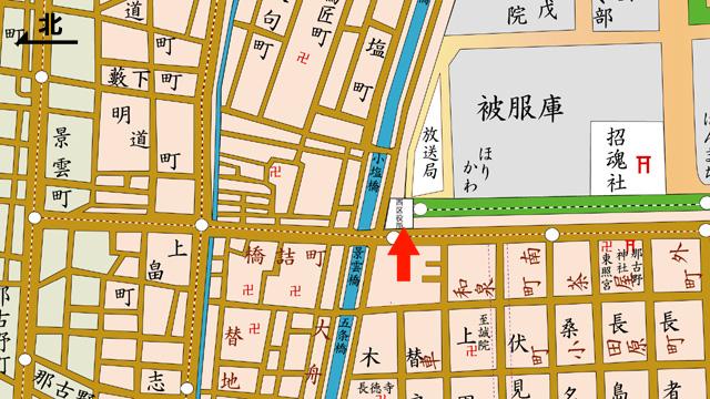 矢印の方向から西区役所を撮影