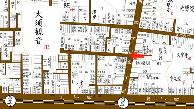 矢印の方向から岡谷商店を撮影