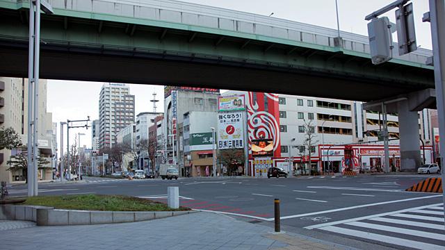 現在の風景 南北に名古屋高速が走る