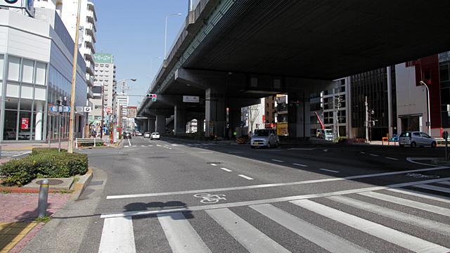 現在の風景 写真奥、名古屋高速の左手に東海テレビの社屋が見える。