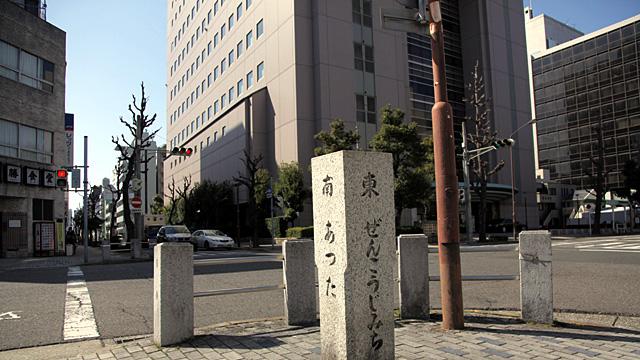 現在の風景 画面中央のビルあたりが伊藤銀行跡