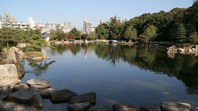 「池泉回遊式」の大名庭園