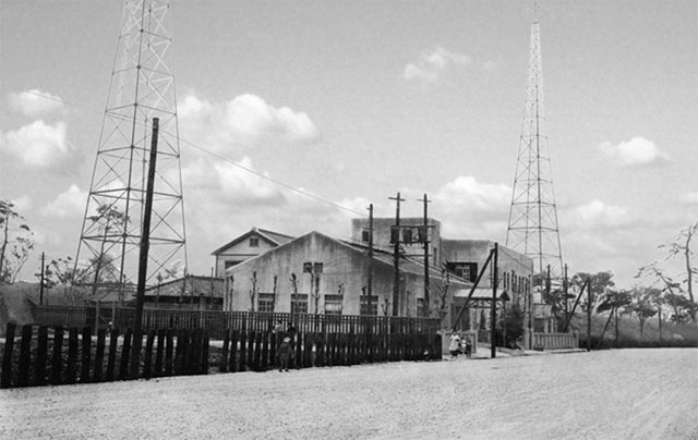 JOCKは大正14(1925)設立された社団法人名古屋放送局を起源とする。翌昭和元年(1926)政府の方針で、社団法人を解散し新たに創設された日本放送協会の名古屋中央放送局となった。同年6月名古屋場内三の丸に放送局舎が完成。7月には放送を開始した。 (名古屋市市政資料館所蔵の原版をデジタルリマスター)