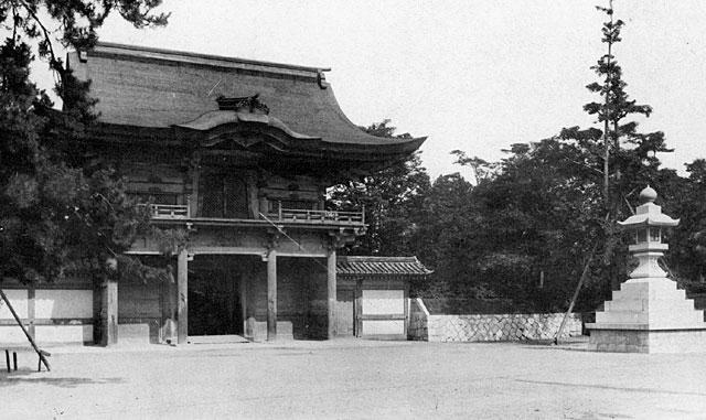 熱田神宮鎮皇門