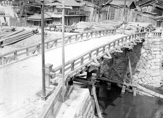 堀川  改修前の古渡橋