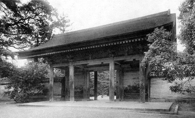 熱田神宮 信長塀と海上門(国宝)