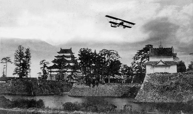 名古屋城上空の陸軍機演習