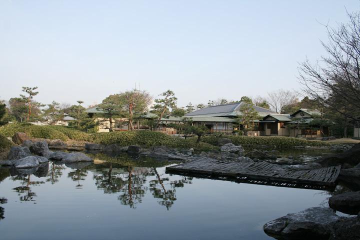 清羽亭 全体(白鳥庭園)